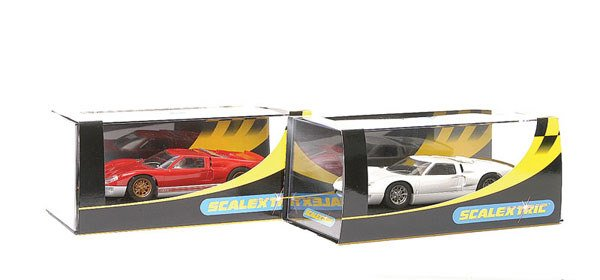 9: Scalextric C2473 Ford GT White & C2424 GT40 2003