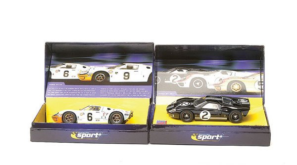 14: Scalextric - a group of 3 Ford GT40
