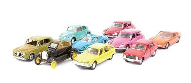 1031: Norev - A group of plastic/diecast Cars
