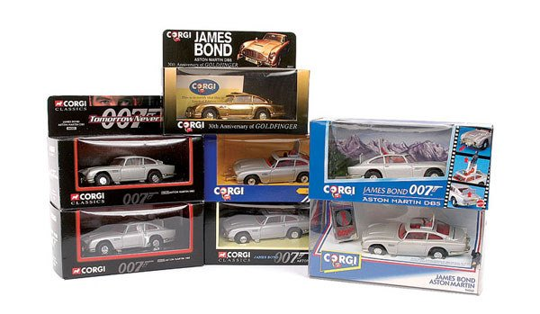 "1015: Corgi - a group of 7 x ""007"" Aston Martin DB5"