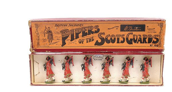 3017: Britains - Set 69 - Pipers of the Scots Guards