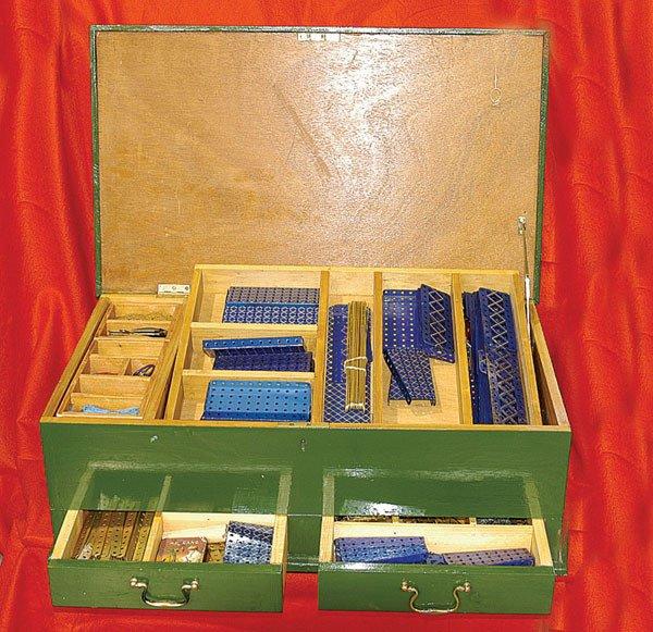 4016: Meccano - a large quantity of Pre-war Components