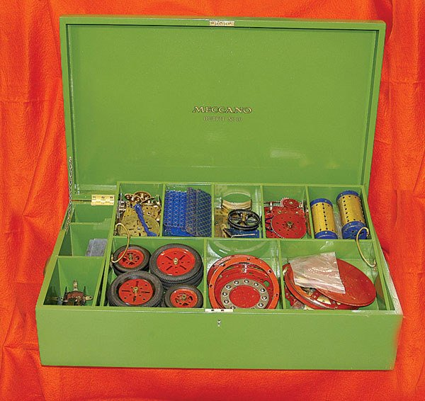4017: Meccano - a large quantity of components