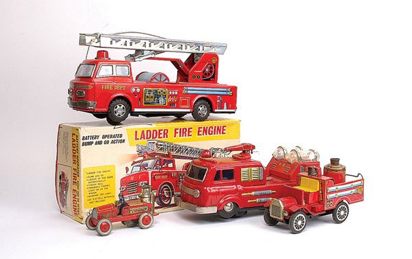1015: A Group of Japanese Tinplate Fire Engines