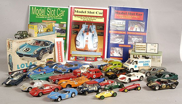 2569: Slot-Cars, Accessories and Empty Boxes