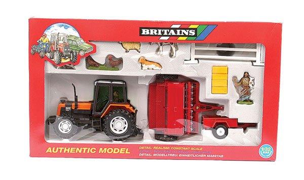 4010: Britains No.9659 Renault Tractor Gift Set