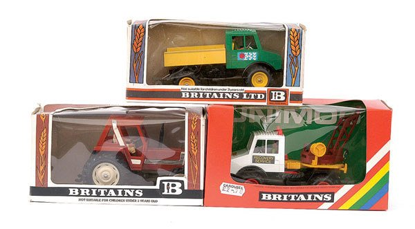 4013: Britains - a group of 3