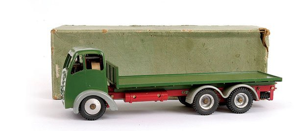 1010: Shackleton Foden 6-wheeled Flatbed Lorry
