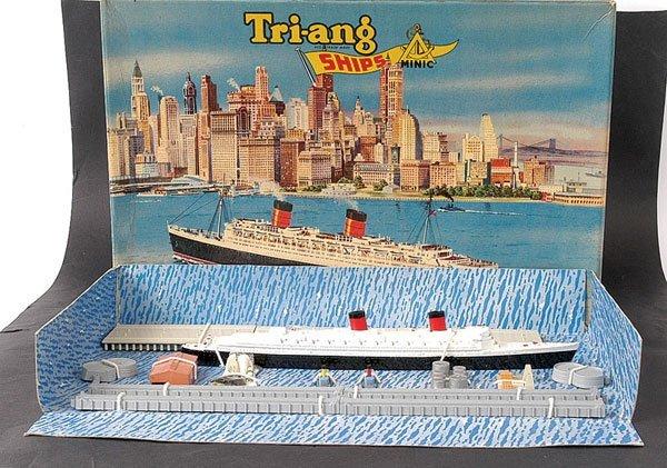 11: Minic Ships M891 Queen Elizabeth Gift Set