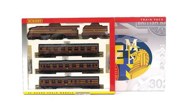 3002: Hornby R2199M Coronation Scot Train Pack