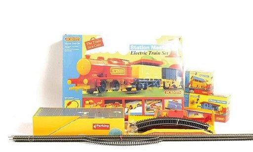 3440: Hornby Railway Station Master Electric Train Set
