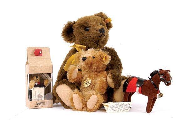 15: Steiff 1909 classic teddy bear