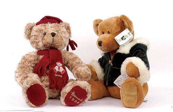 23: Seven Harrods Christmas plush teddy bears