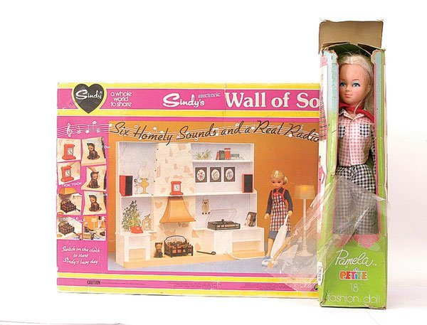 489: Pedigree Sindy doll boxed accessories