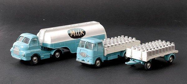 """2003: Corgi Bedford Articulated Tanker """"Milk"""""""
