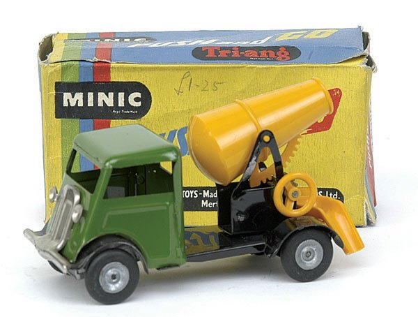 885: Minic - 3163 Cement Lorry - Push and Go - green