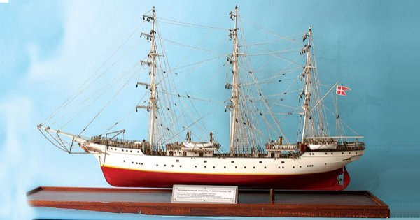 "4025: Danish 3-masted Training Ship ""Danmark"""
