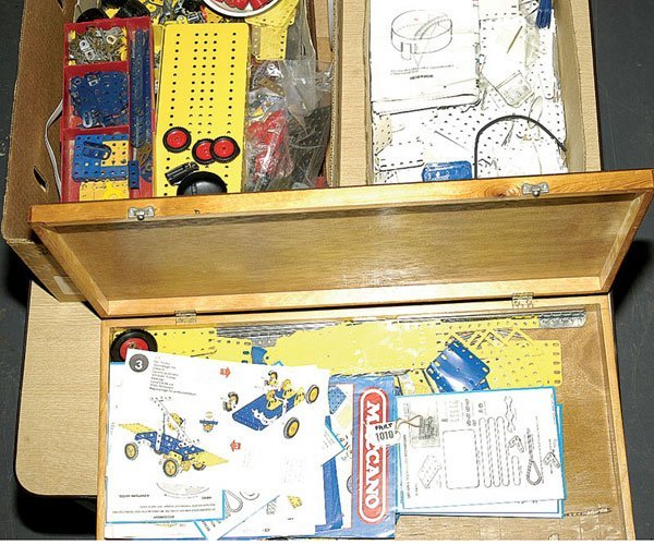 1010: Meccano - A Quantity of 1970s and 1980s Parts