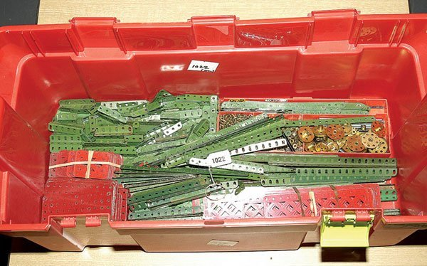 1022: Meccano 1950s Red and Green Components