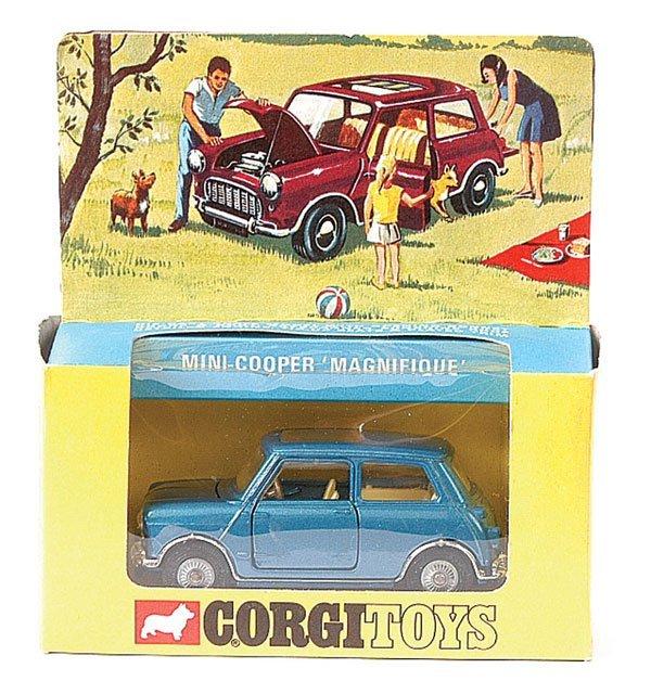 """4012: Corgi No.334 Mini Cooper """"Magnifique"""""""
