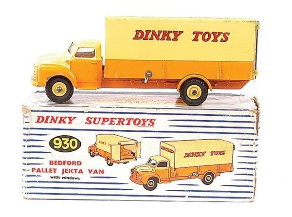 4160: Dinky No.930 Bedford Pallet Jekta Van