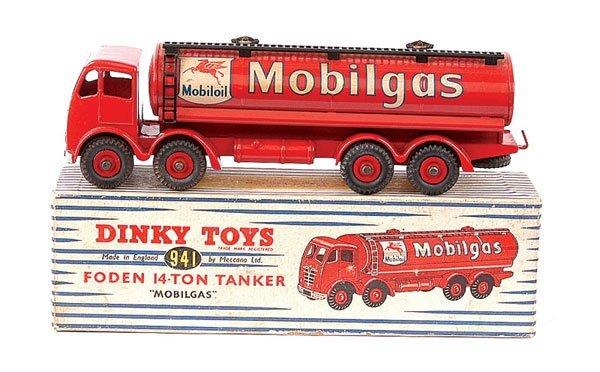 """4162: Dinky No.941 Foden 14 ton Tanker """"Mobilgas"""""""