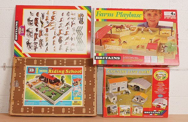 2016: Britains - A Group of Farm Accessories