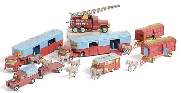 23: Corgi Chipperfields Unboxed Circus Items