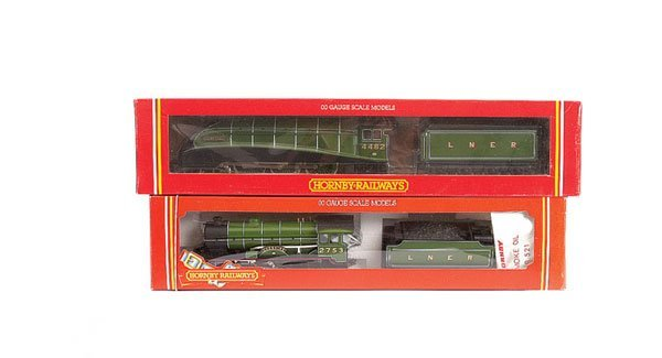 4021: Hornby - A Pair of LNER Apple Green Steam Locos