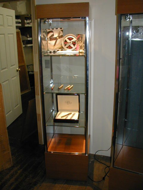 257: 1 NEW IN BOX, LARGE OMAS DISPLAY CASE, W