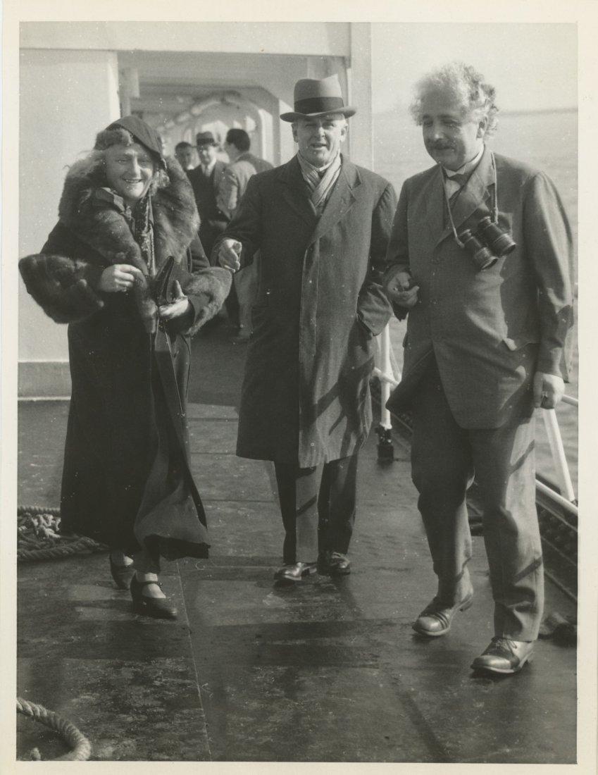 ALBERT EINSTEIN arrives in Los Angeles, CA 1933