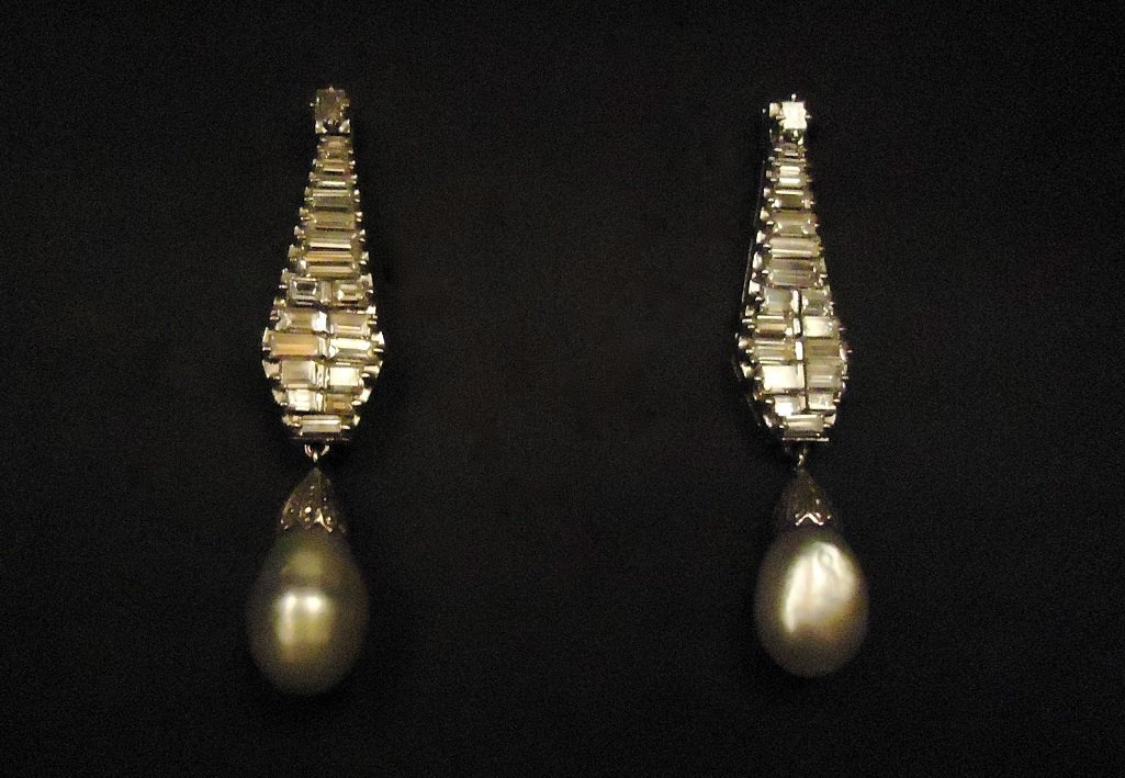 Art Deco Natural Pearls Earrings with Baguette (rare)