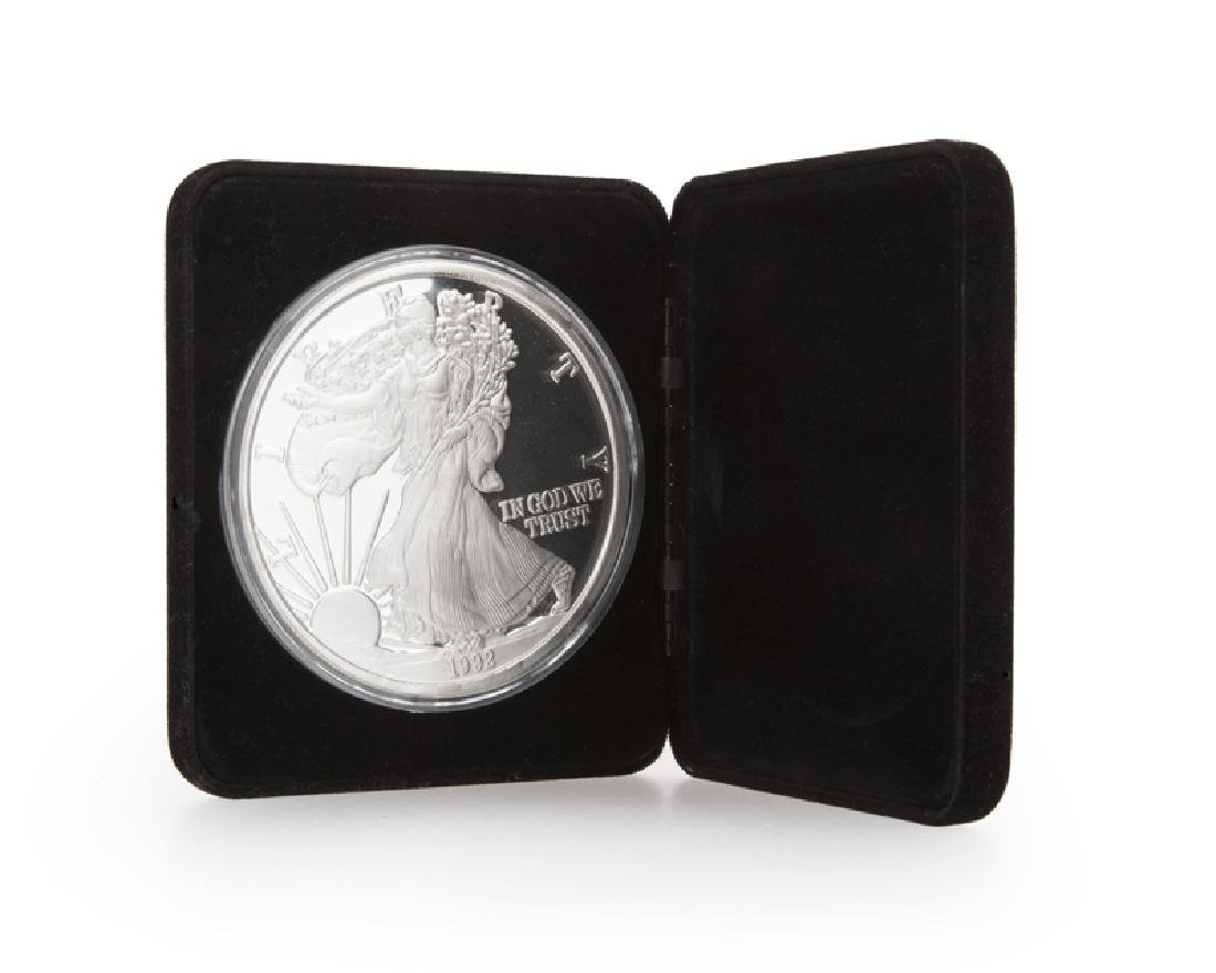 A large-scale silver presentation coin, one pound fine
