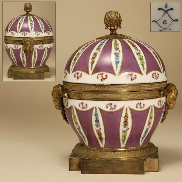 1020: A SEVRES STYLE GILT-METAL-MOUNTED COVERED BOX