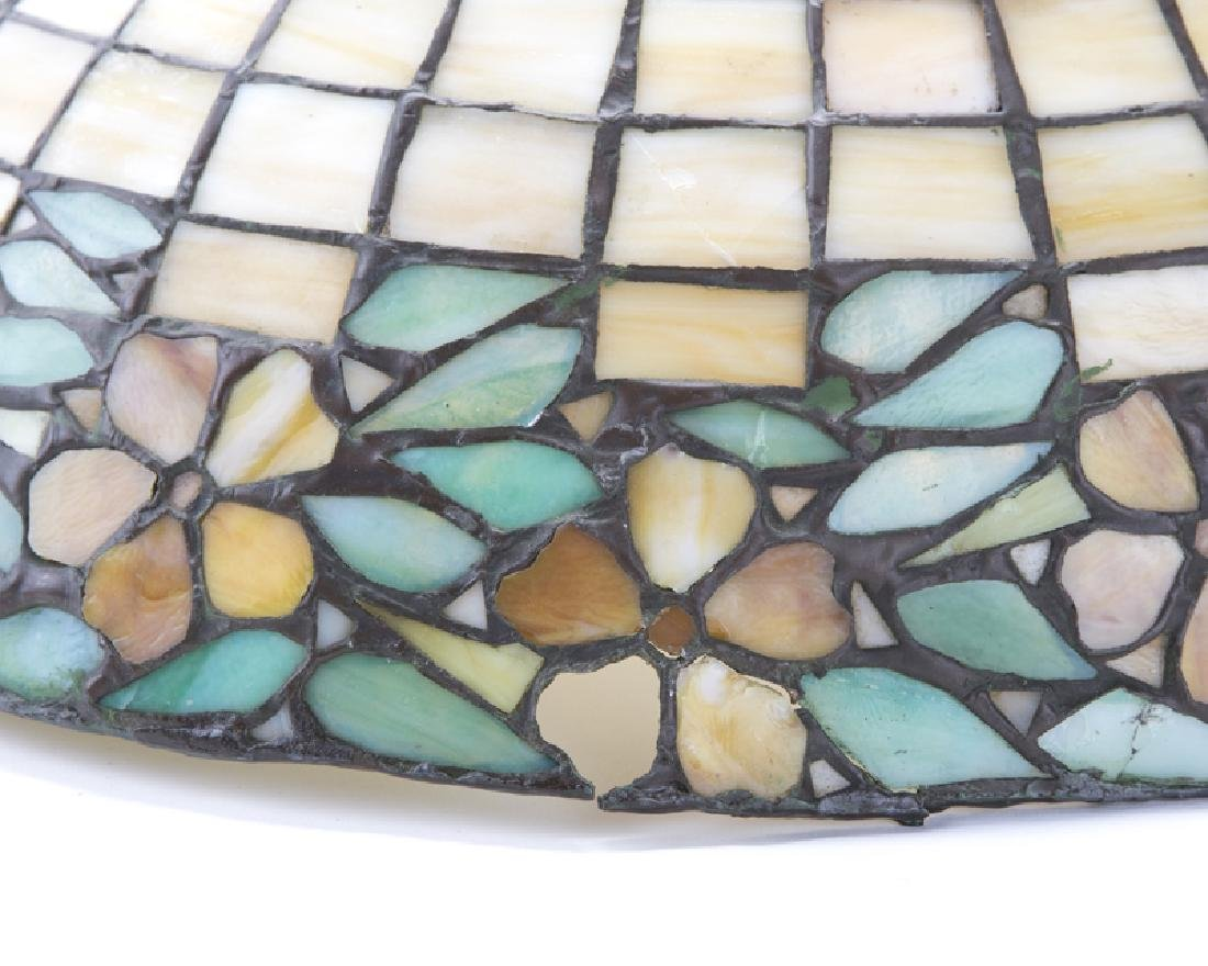 A leaded glass table lamp - 2