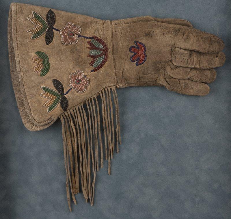 A pair of ''Buffalo Bill'' Cody Plains Indian gauntlets - 2
