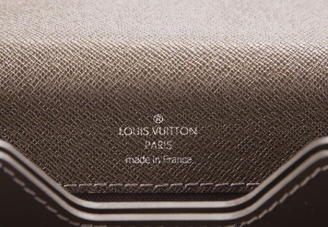 A Louis Vuitton Grizzli Taiga leather Robusto briefcase - 6