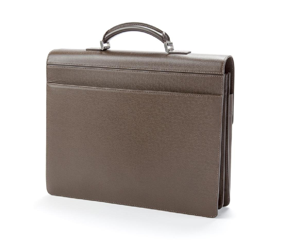 A Louis Vuitton Grizzli Taiga Leather Robusto briefcase - 2