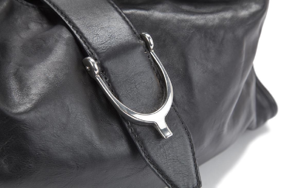 A large Gucci leather stirrup shoulder bag - 3