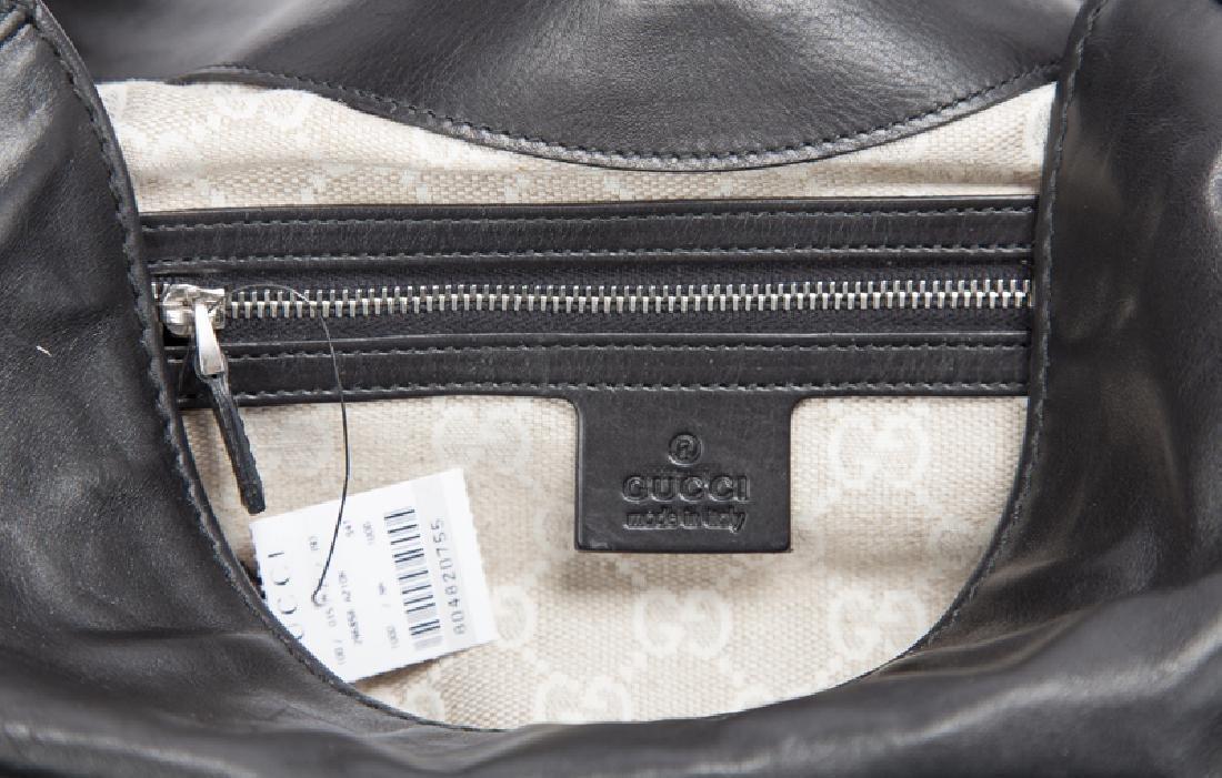 A large Gucci leather stirrup shoulder bag - 5