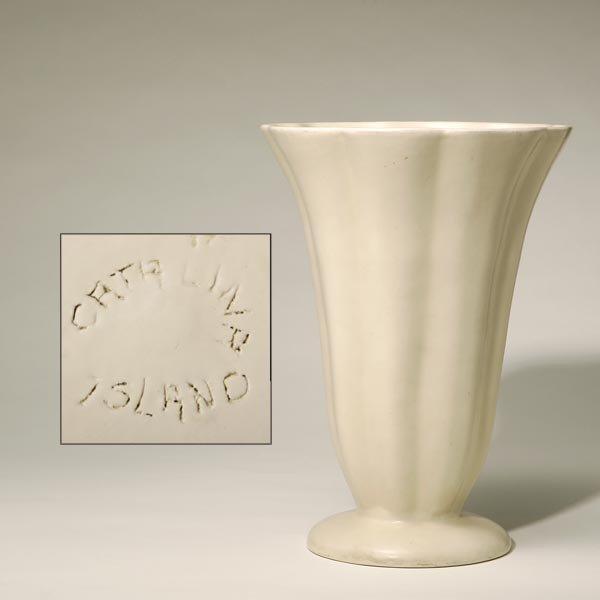 1006: AN EARLY CATALINA CERAMIC ART POTTERY VASE