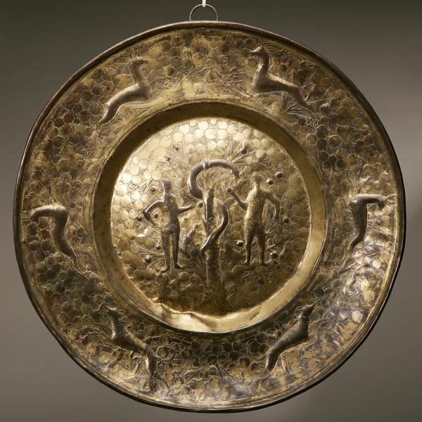 1012: A CONTINENTAL BAROQUE STYLE BRASS ALMS DISH