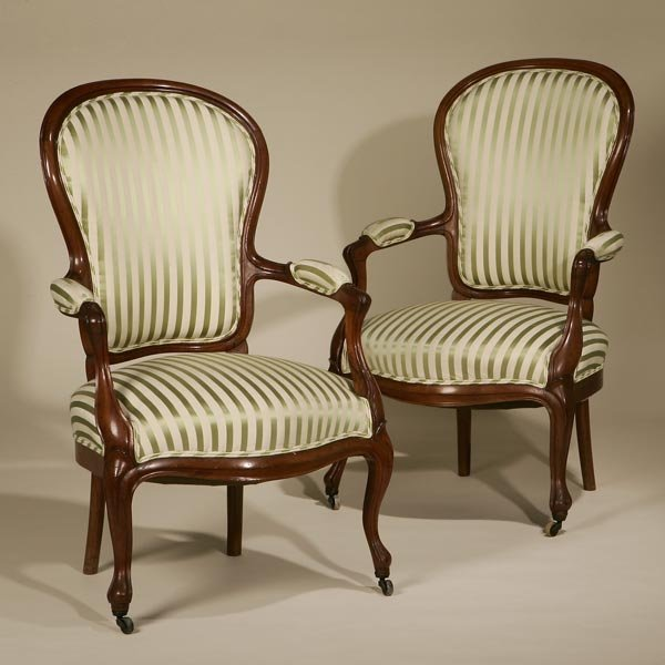 1017: A PAIR OF VICTORIAN MAHOGANY ARMCHAIRS