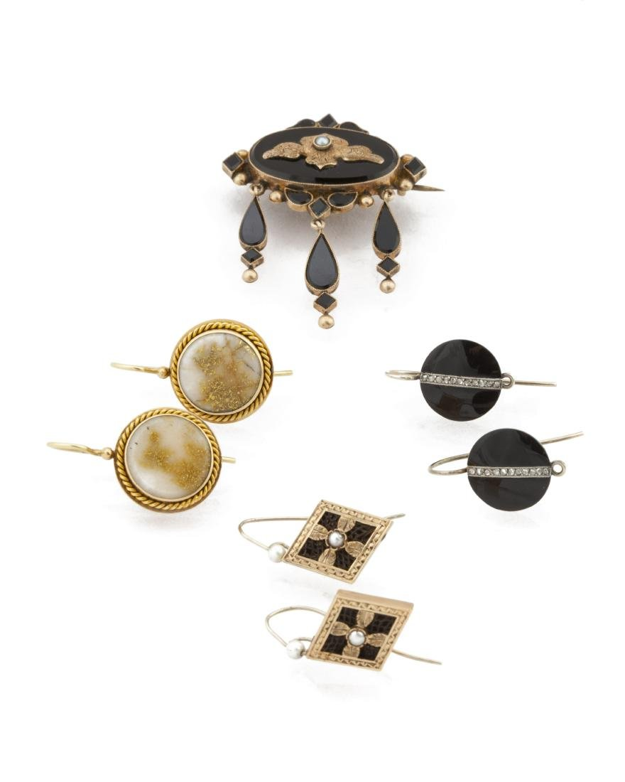 A group of four Antique jewelry items
