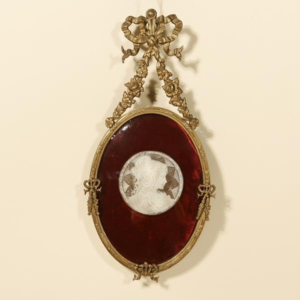 2014: A VICTORIAN FRAMED CARVED SHELL CAMEO