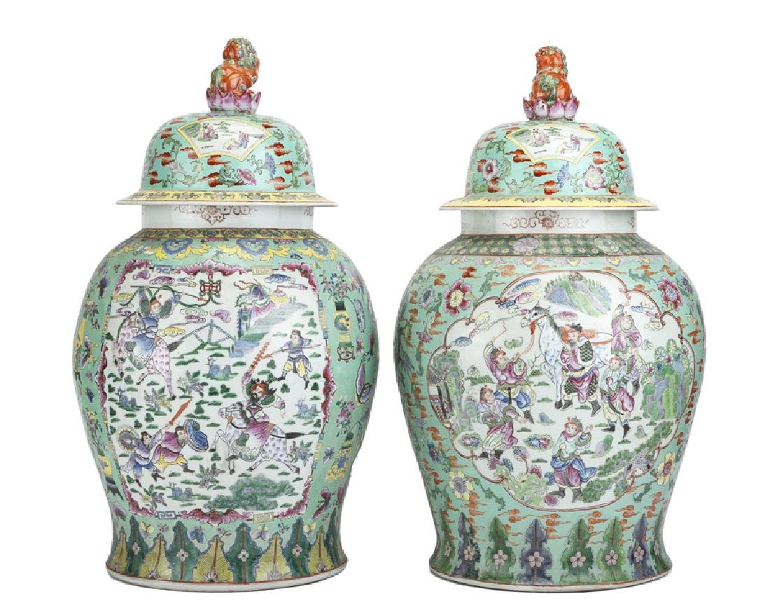 A near pair of Chinese Republic-period urns - 2