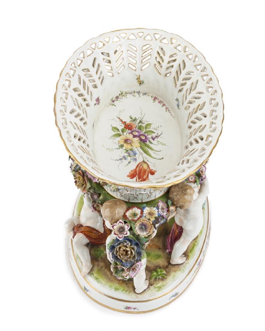 A German porcelain centerpiece - 3