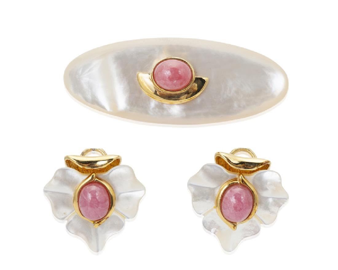 A set of mother-of-pearl and rhodochrosite jewelry,