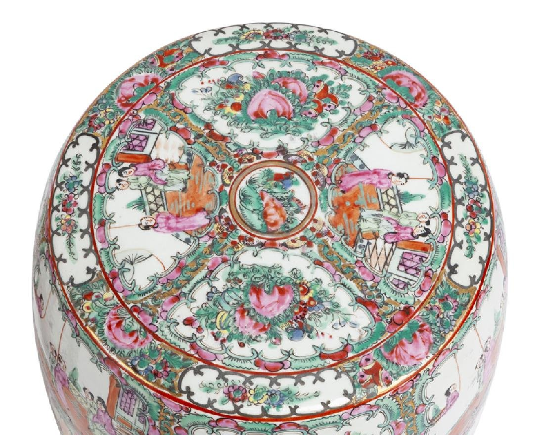 A pair of Chinese export Rose Medallion garden stools - 3
