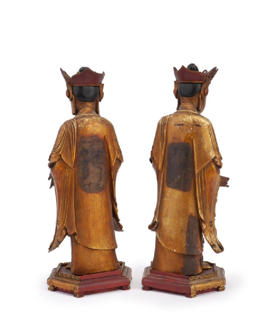 A pair of Chinese carved giltwood figures - 2